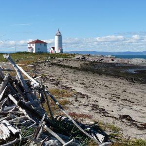 """Île Verte : le phare, à proximité du """"Bout-d'en-Bas""""."""