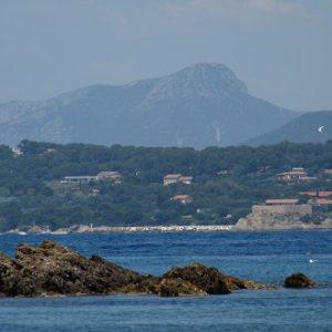 Le massif des Maures, vu depuis l'Île de Porquerolles